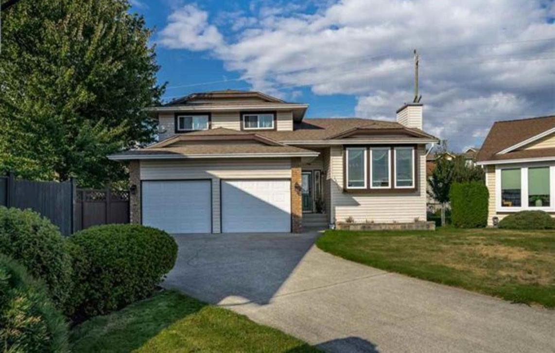 12217 Chestnut Crescent, Pitt Meadows,